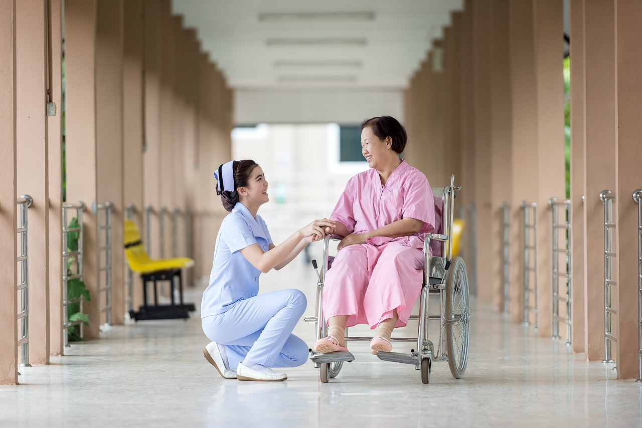 政府も後押しする介護福祉分野への人工知能導入